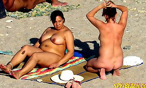 Voyeur Amateur Nude Beach MILFs Hidden Cam Close Up