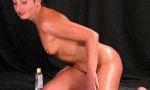 Very luscious mature babe in erotic oily body