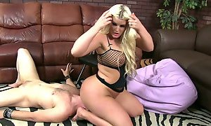 Nasty blonde hoe Julie Cash sits on her lovers face